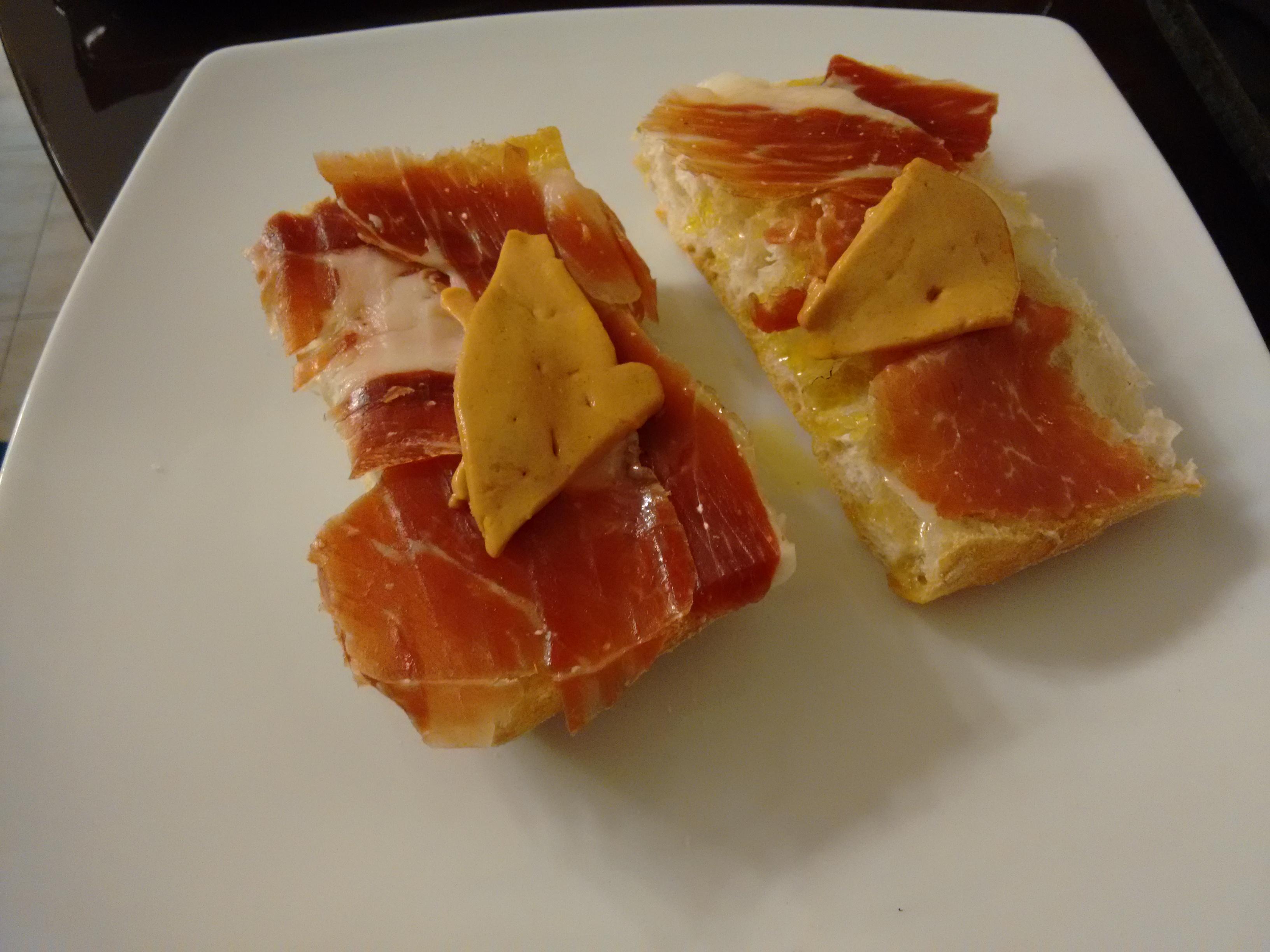 Tostas en pan de cristal for Tapas faciles y buenas